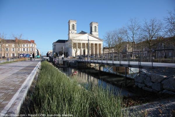 eglise-saint-louis-vue-nouvelle-place-napoleon-IMG_7771